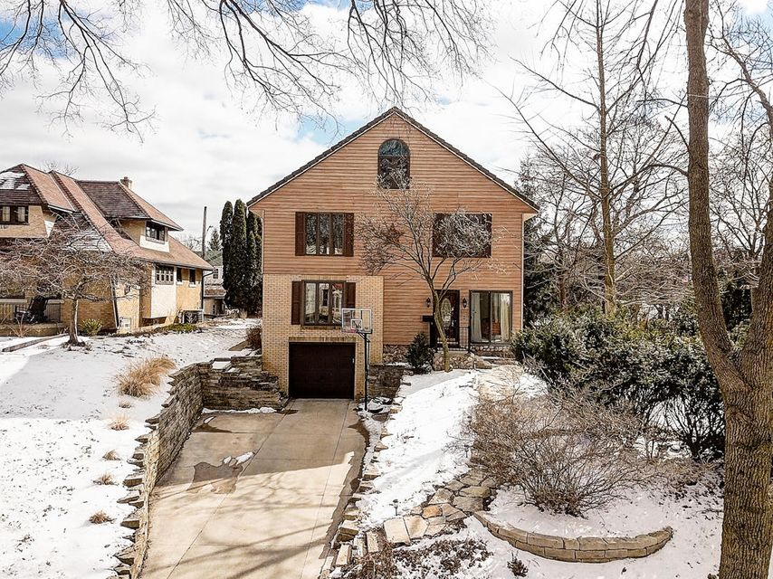 Single Family Home for Sale at 6100 Washington Circle 6100 Washington Circle Wauwatosa, Wisconsin 53213 United States