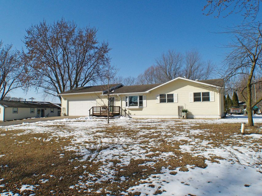 Single Family Home for Sale at N6013 Prairie Drive N6013 Prairie Drive Onalaska, Wisconsin 54650 United States