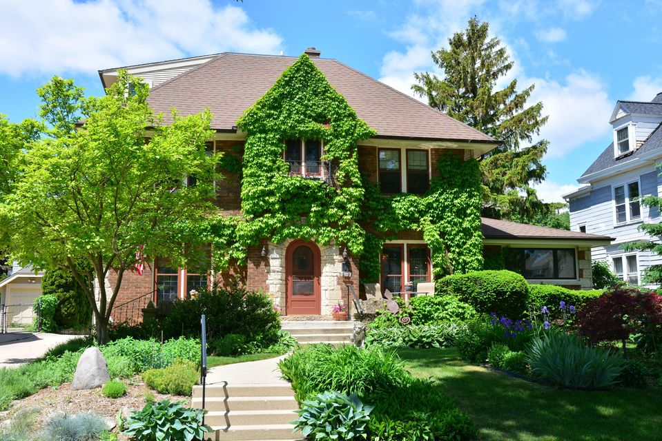 Single Family Home for Sale at 4431 N Murray Avenue 4431 N Murray Avenue Shorewood, Wisconsin 53211 United States