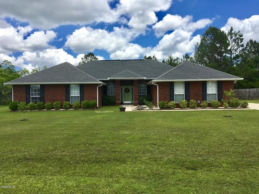 10339 Lake Forest Dr, Vancleave, MS 39565