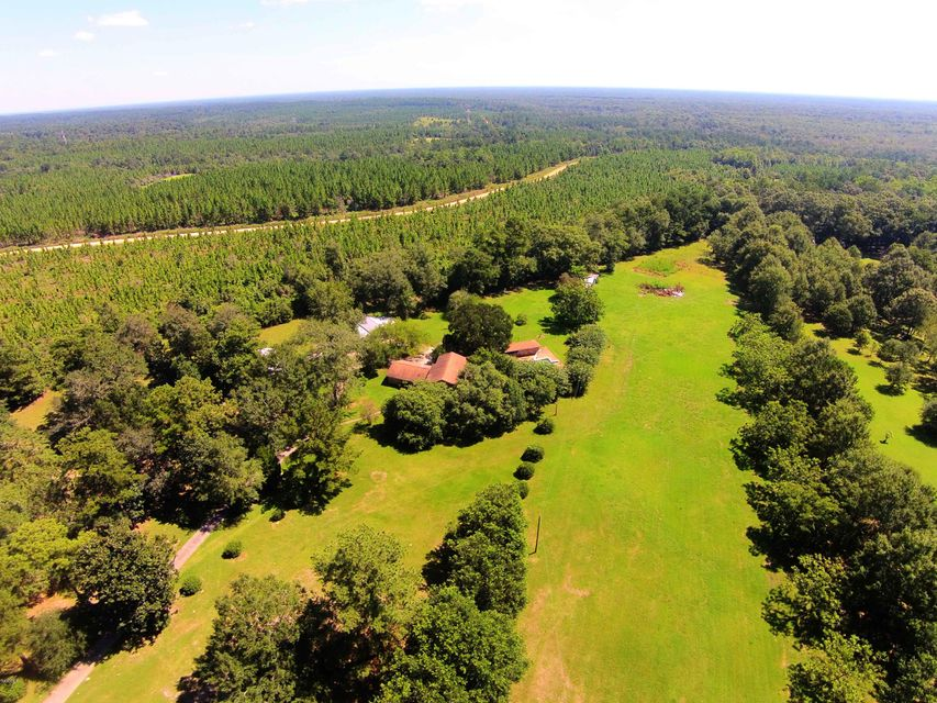 1913 Persimmon Dr, Vancleave, MS 39565