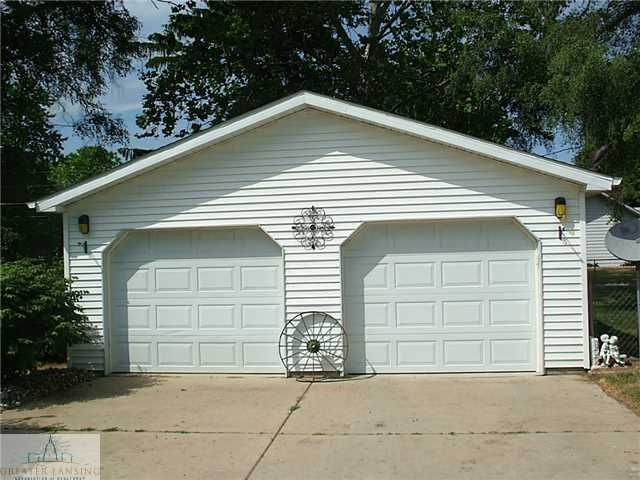 9796 m21 ovid mi 48866 berkshire hathaway for Pinckney garage door