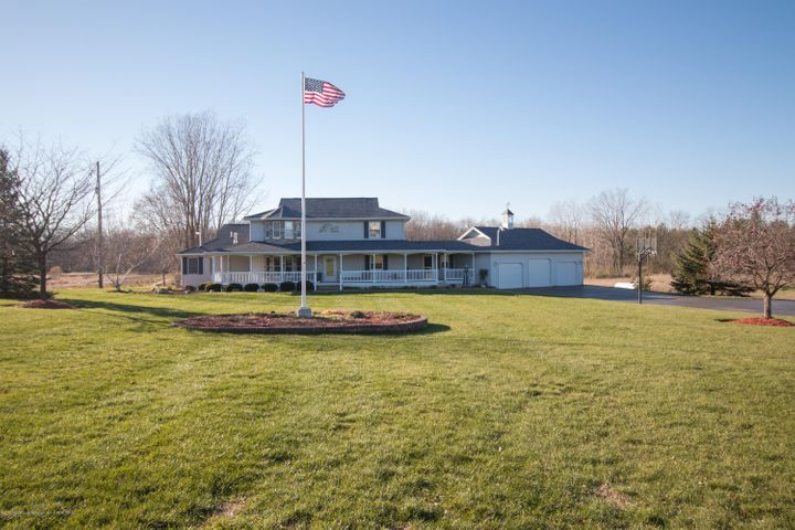 1045  Grovenburg , Holt, MI 48842