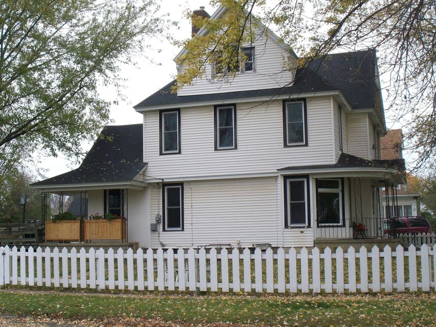 200 Huron,Spring Valley,Minnesota 55975,4 Bedrooms Bedrooms,1 BathroomBathrooms,Single family residence,Huron,4075375