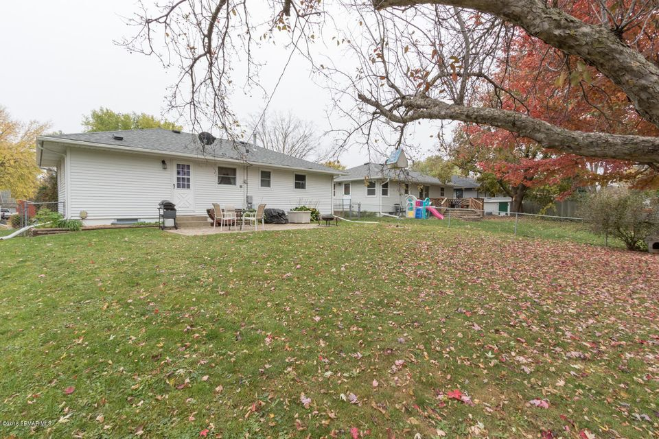 2205 18th,Rochester,Minnesota 55901,3 Bedrooms Bedrooms,1 BathroomBathrooms,Single family residence,18th,4075374
