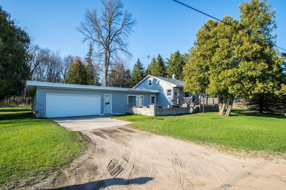 W4678 Twin Creek Rd, Menominee, MI 49858