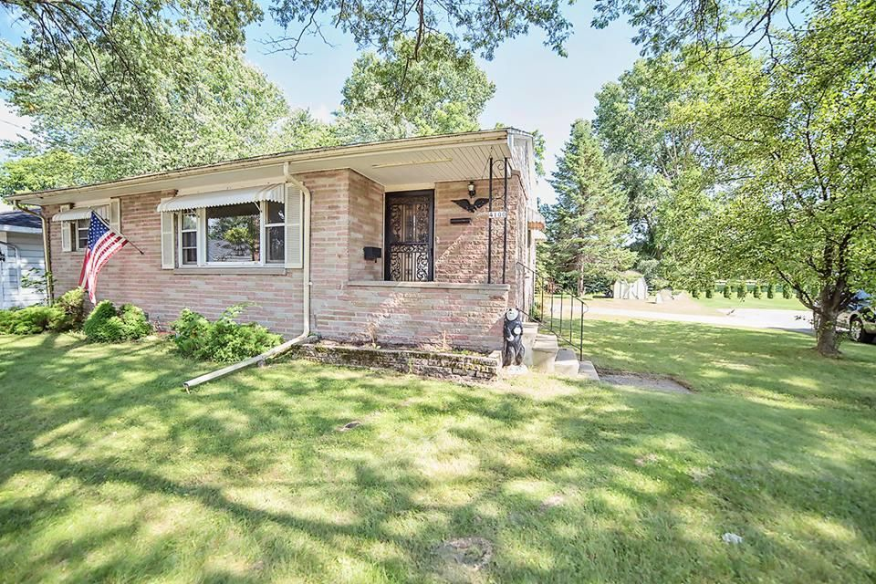 4100 North Shore Drive, Menominee, MI 49858