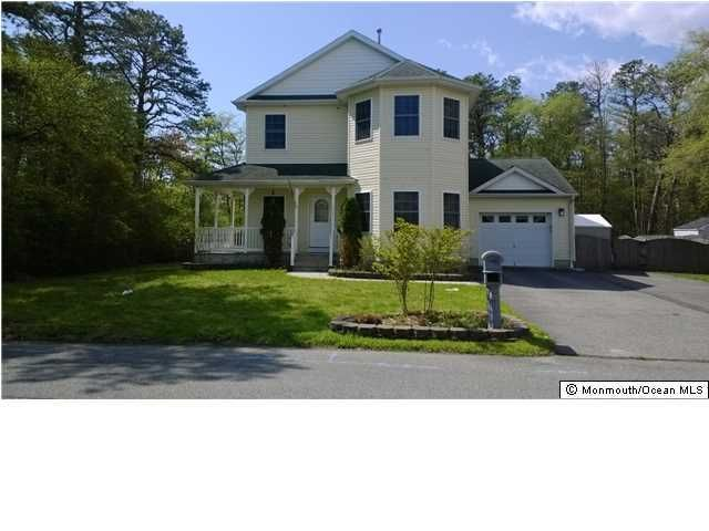 Photo of home for sale at 919 Sinclair Avenue Avenue, Lanoka Harbor NJ