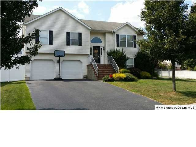 Photo of home for sale at 67 Deborah Lane Lane, Howell NJ