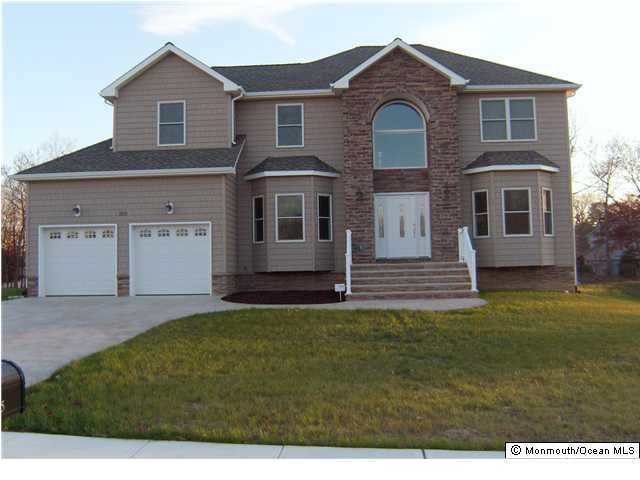 Photo of home for sale at 189 Holly Avenue Avenue, Manahawkin NJ