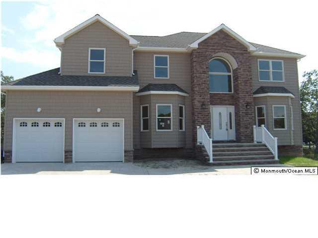 Photo of home for sale at 194 Holly Avenue Avenue, Manahawkin NJ