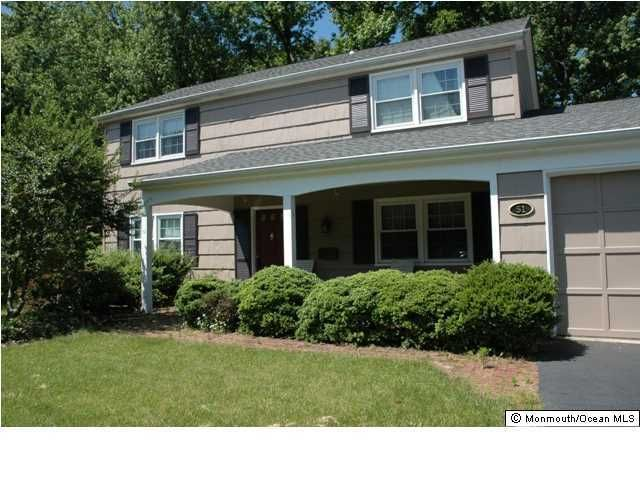 Photo of home for sale at 51 Overlea Lane Lane, Aberdeen NJ