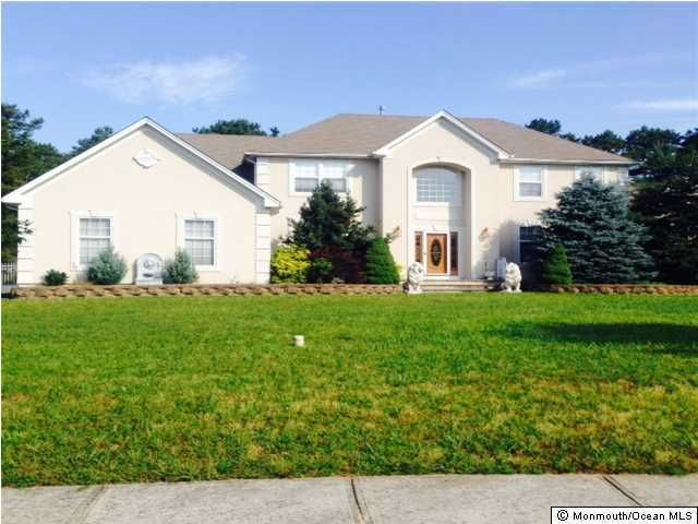 Photo of home for sale at 6 Beatrice Lane Lane, Jackson NJ