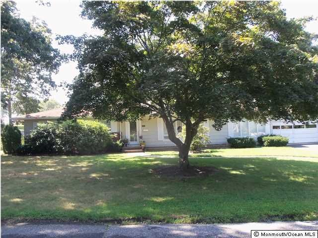 Photo of home for sale at 1100 Jeanne Lane Lane, Brielle NJ