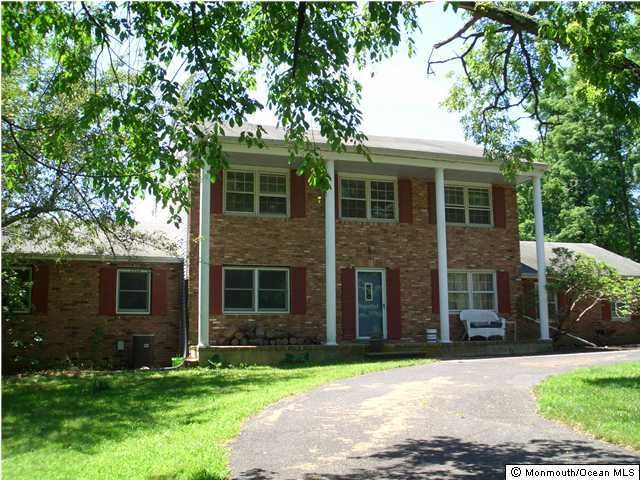 Photo of home for sale at 19 Pinehill Road Road, Millstone NJ
