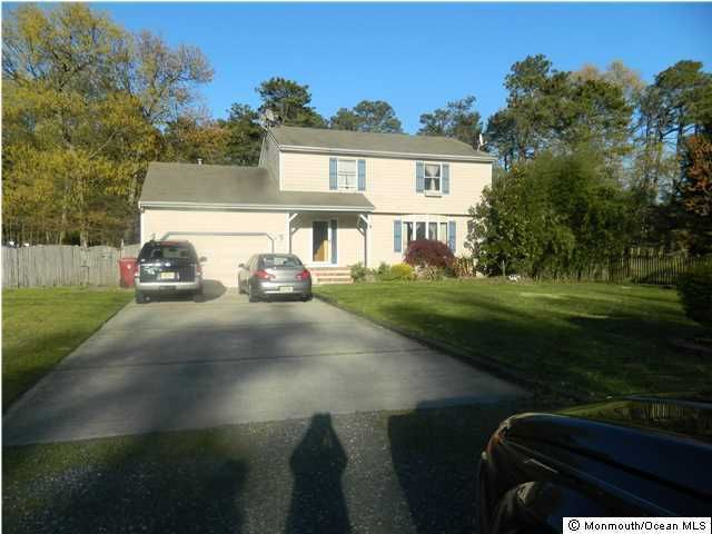 Photo of home for sale at 375 Roosevelt Avenue Avenue, Bayville NJ