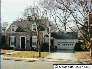 Photo of home for sale at 185 Oakwood Avenue Avenue, Oakhurst NJ