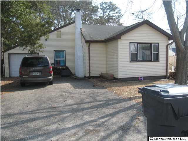 Photo of home for sale at 27 Buena Vista Road Road, Brick NJ