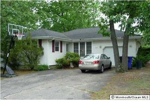 Photo of home for sale at 938 Lynnwood Avenue Avenue, Brick NJ