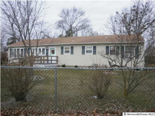 Photo of home for sale at 15 Hollywood Drive Drive, Brick NJ