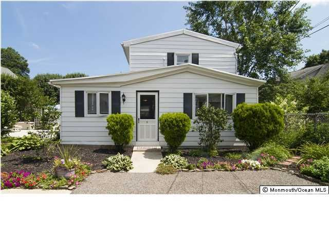 Photo of home for sale at 1712 Beverly Avenue Avenue, Spring Lake Heights NJ