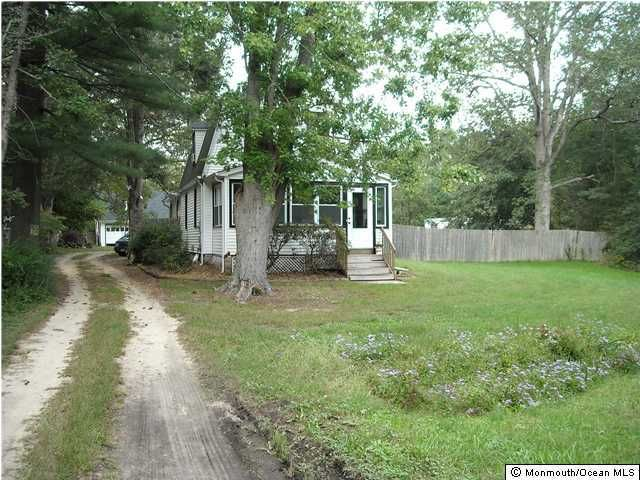 Photo of home for sale at 1009 Veterans Hwy E, Jackson NJ