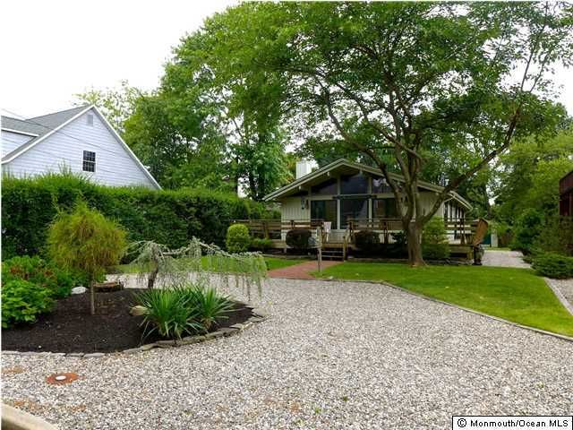 Photo of home for sale at 178 Cranberry Avenue Avenue, Bay Head NJ