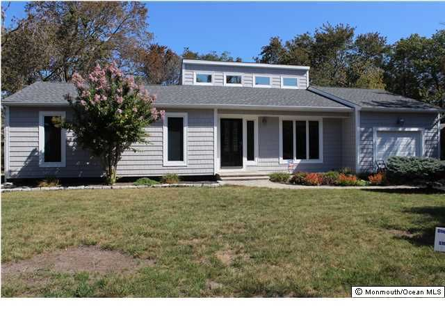 Photo of home for sale at 106 Cedar Point Avenue Avenue, Brick NJ