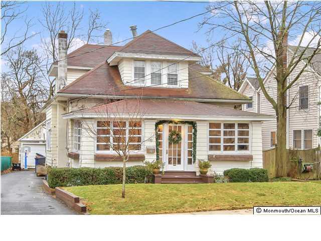 Photo of home for sale at 69 Dayton Avenue Avenue, Toms River NJ