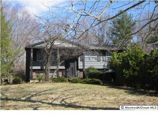 Photo of home for sale at 19 Longbow Drive Drive, Manalapan NJ