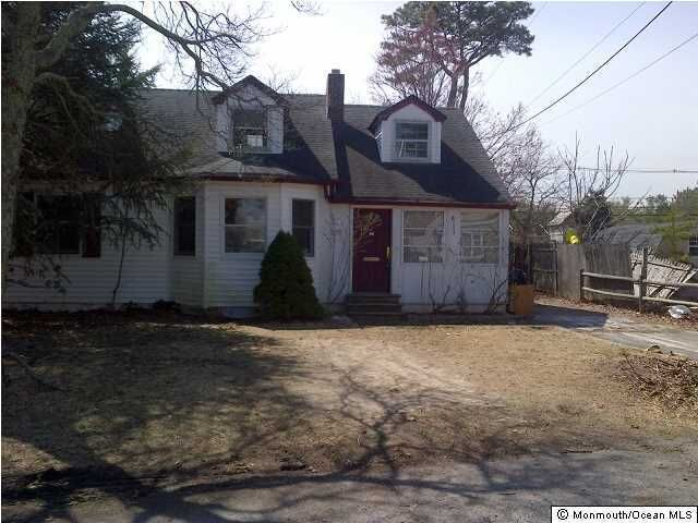 Photo of home for sale at 375 Barnegat Lane Lane, Brick NJ