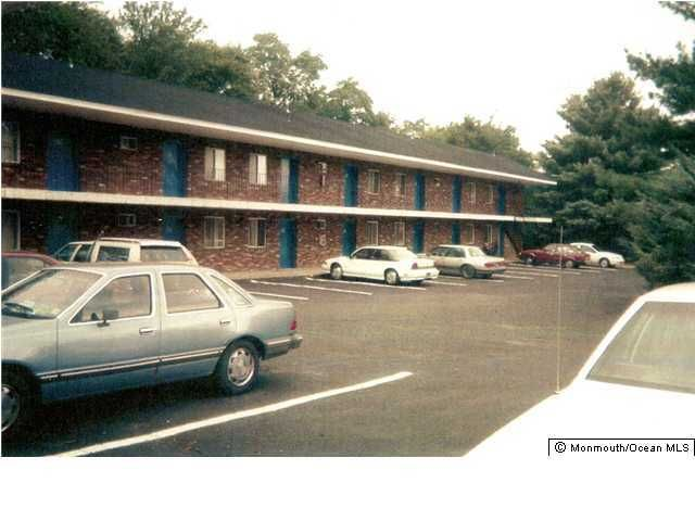 Additional photo for property listing at 2174 State Route 35  Holmdel, New Jersey 07733 États-Unis