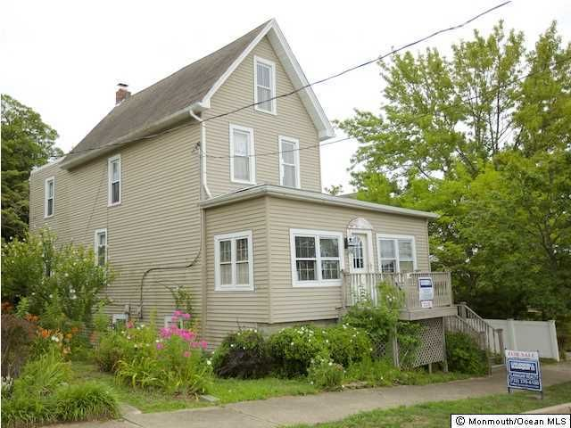 Photo of home for sale at 20 End Avenue Avenue W, Island Heights NJ