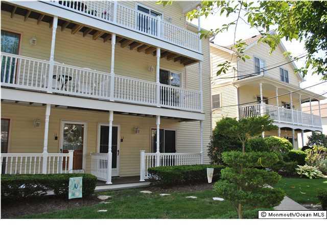 Appartement en copropriété pour l Vente à 107 Brinley Avenue 107 Brinley Avenue Bradley Beach, New Jersey 07720 États-Unis