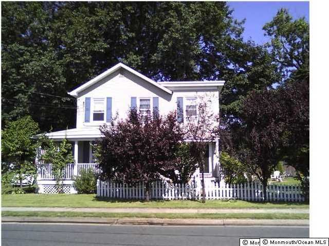 Photo of home for sale at 11 South Street Street, Matawan NJ