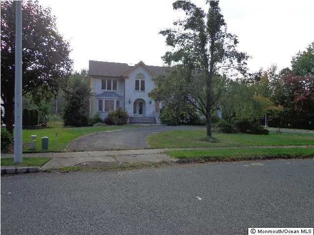 Photo of home for sale at 1 Wiltshire Drive Drive, Manalapan NJ