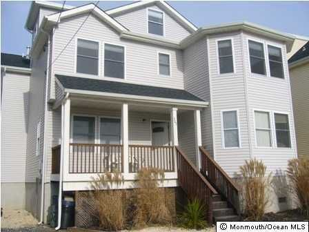 Photo of home for sale at 203 Arnold Avenue Avenue, Point Pleasant Beach NJ