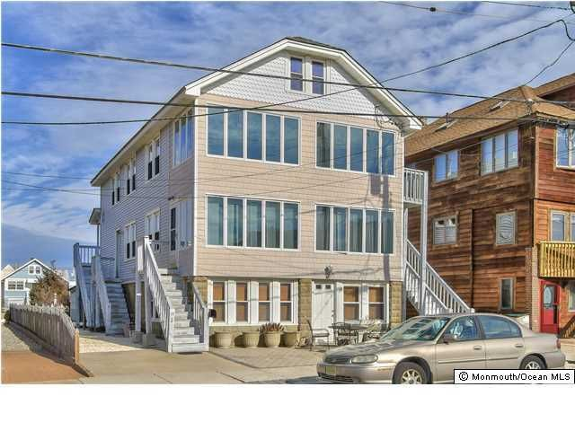 Photo of home for sale at 14 Brighton Avenue Avenue, Seaside Park NJ