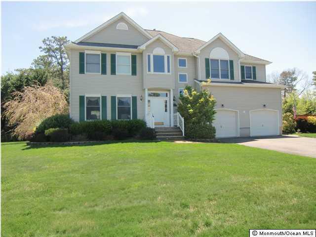 Photo of home for sale at 715 Joseph Avenue Avenue, Lanoka Harbor NJ