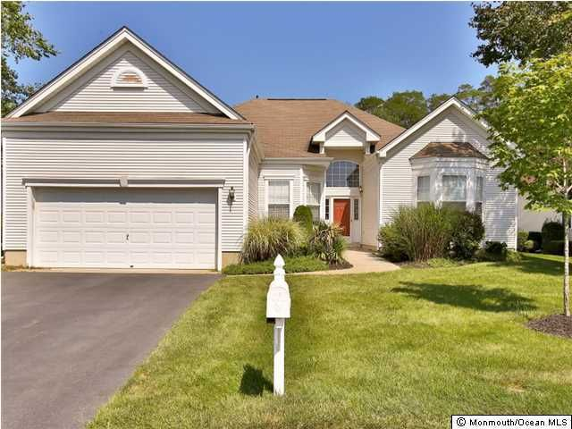 Photo of home for sale at 2528 Sparrowbush Lane Lane, Manasquan NJ