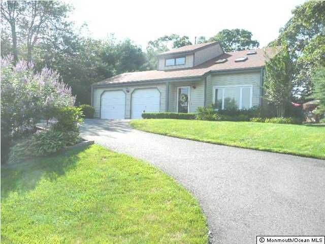 Photo of home for sale at 637 Knollwood Terrace Terrace, Brick NJ
