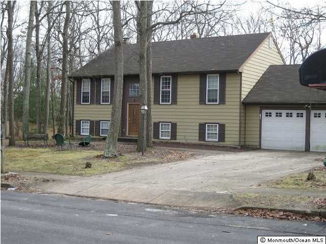 Photo of home for sale at 1 Weston Court Court, Jackson NJ