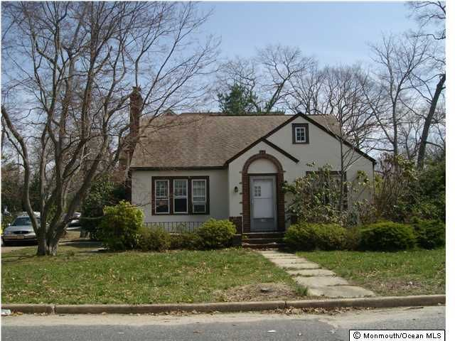 Photo of home for sale at 239 Autumn Road Road, Lakewood NJ