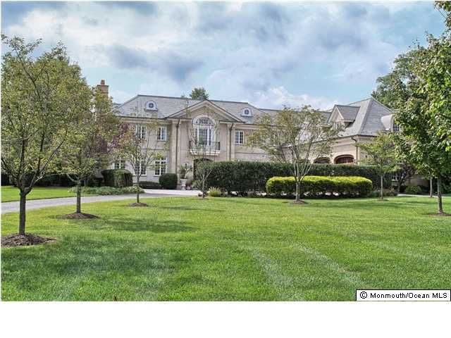 Photo of home for sale at 9 Bingham Hill Circle Circle, Rumson NJ