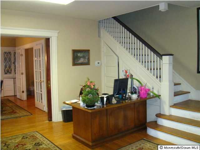 Additional photo for property listing at 77 Main Street  Freehold, New Jersey 07728 États-Unis