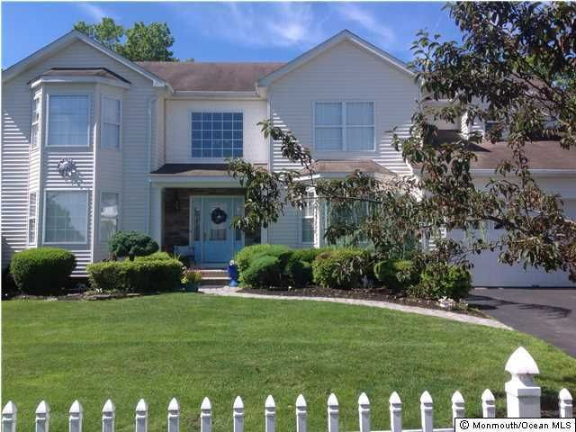 Photo of home for sale at 14 Swiss Mountain Drive Drive, Lakewood NJ