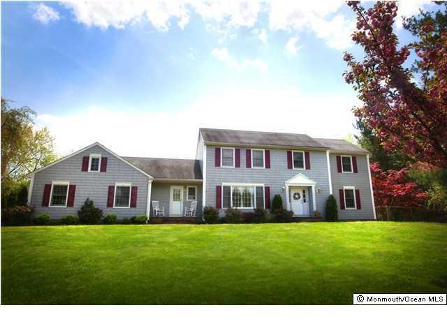 Photo of home for sale at 33 Doranne Lane Lane, Middletown NJ