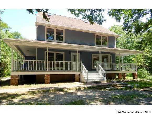 Photo of home for sale at 535 Beach Avenue Avenue, Manahawkin NJ
