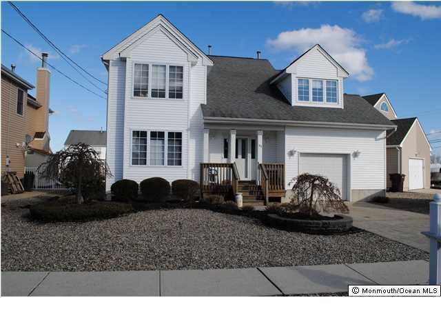 Photo of home for sale at 33 Travelers Way Way, Bayville NJ