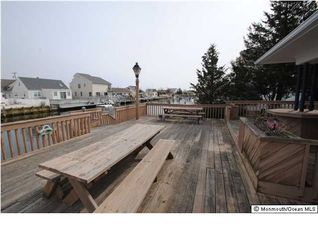 Additional photo for property listing at 14 Point Road 14 Point Road Toms River, New Jersey 08753 États-Unis